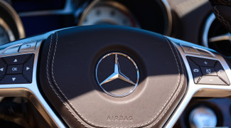 2013 Mercedes SL550 Steering wheel detail shot